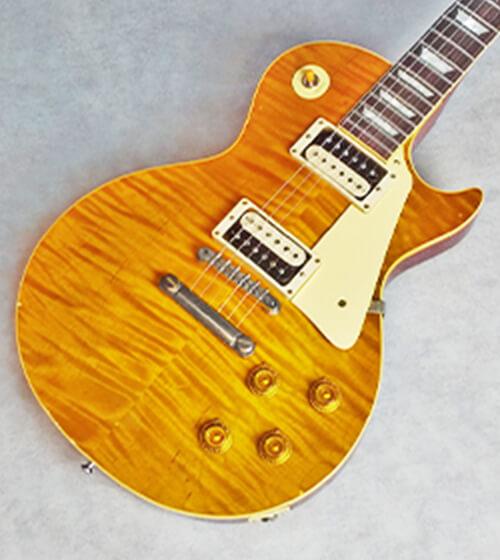 立てかけられたギター